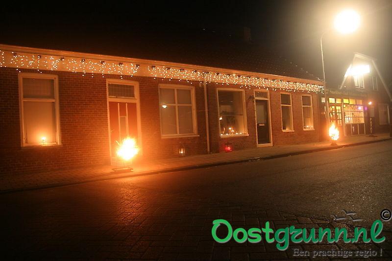 Huizen mooi verlicht voor de fakkeloptocht Beerta