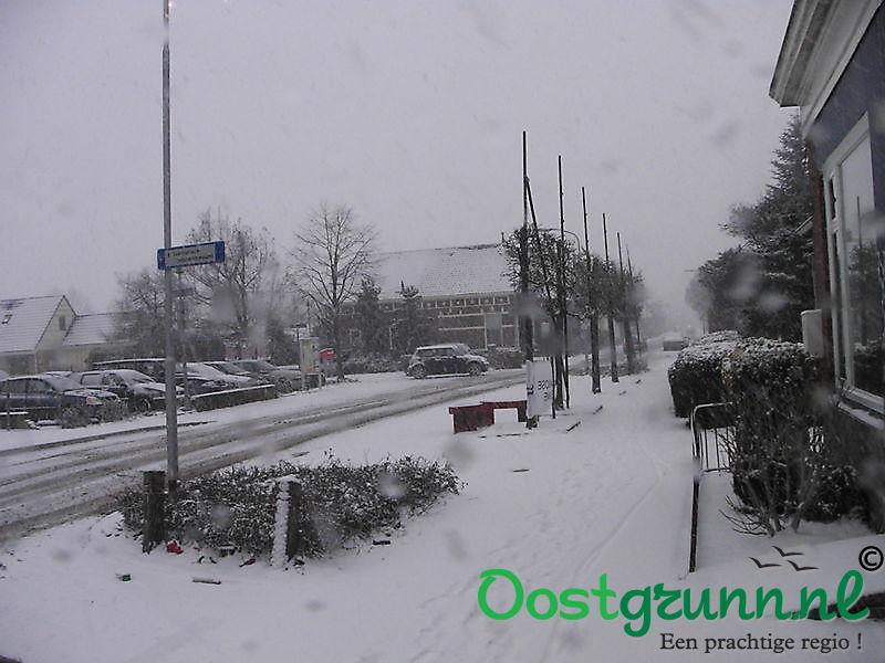 Flink pak sneeuw op de Hoofdstraat Beerta