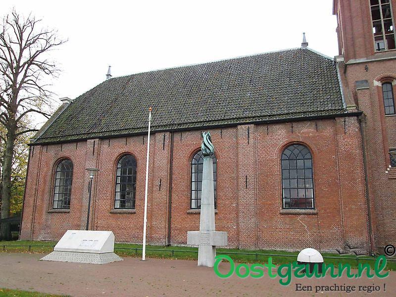 Oorlogsmonument bij de kerk Veendam