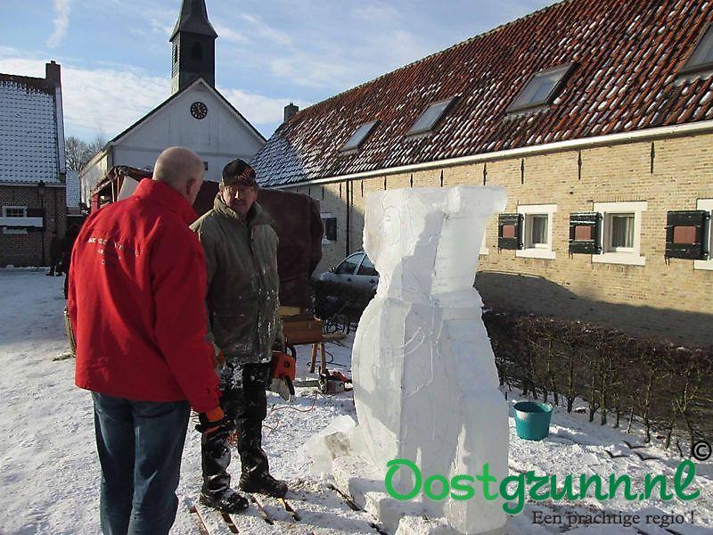 Icecarving en bouwen met ijsblokken Bourtange