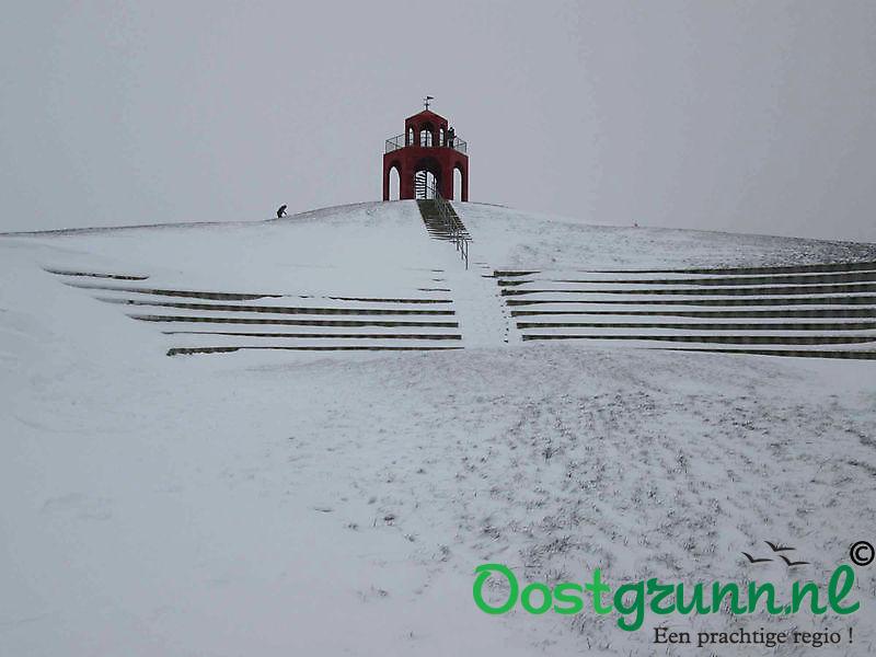 Toren Reiderwolde met sneeuw Blauwestad