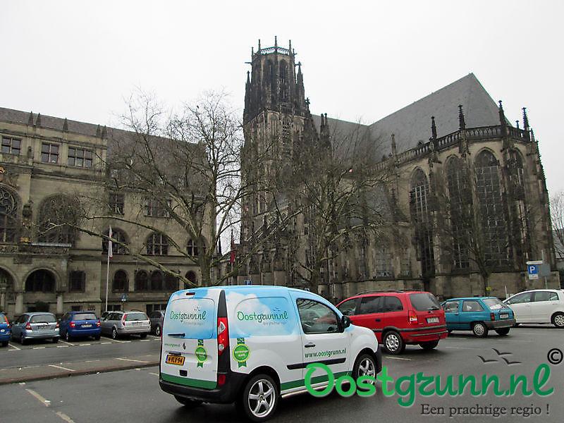 Bij het Salvator-Kirchplatz in Duisburg Buiten Oost-Groningen