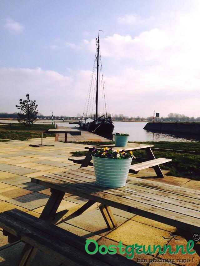 Uitzicht vanaf het terras Azzurro eten & drinken Blauwestad