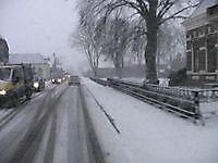 Flink pak sneeuw op de Hoofdstraat Beerta, Oldambt