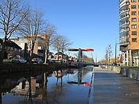 Het kanaal met nieuwe brug in het centrum Stadskanaal, Stadskanaal
