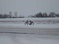Fietsen door de sneeuw Finsterwolde, Oldambt