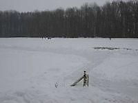IJsbaan nog net begaanbaar met een dik pak sneeuw Beerta, Oldambt