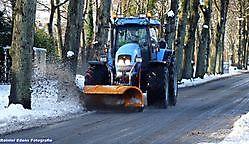 Tractor met sneeuwschuiver Bellingwolde, Westerwolde